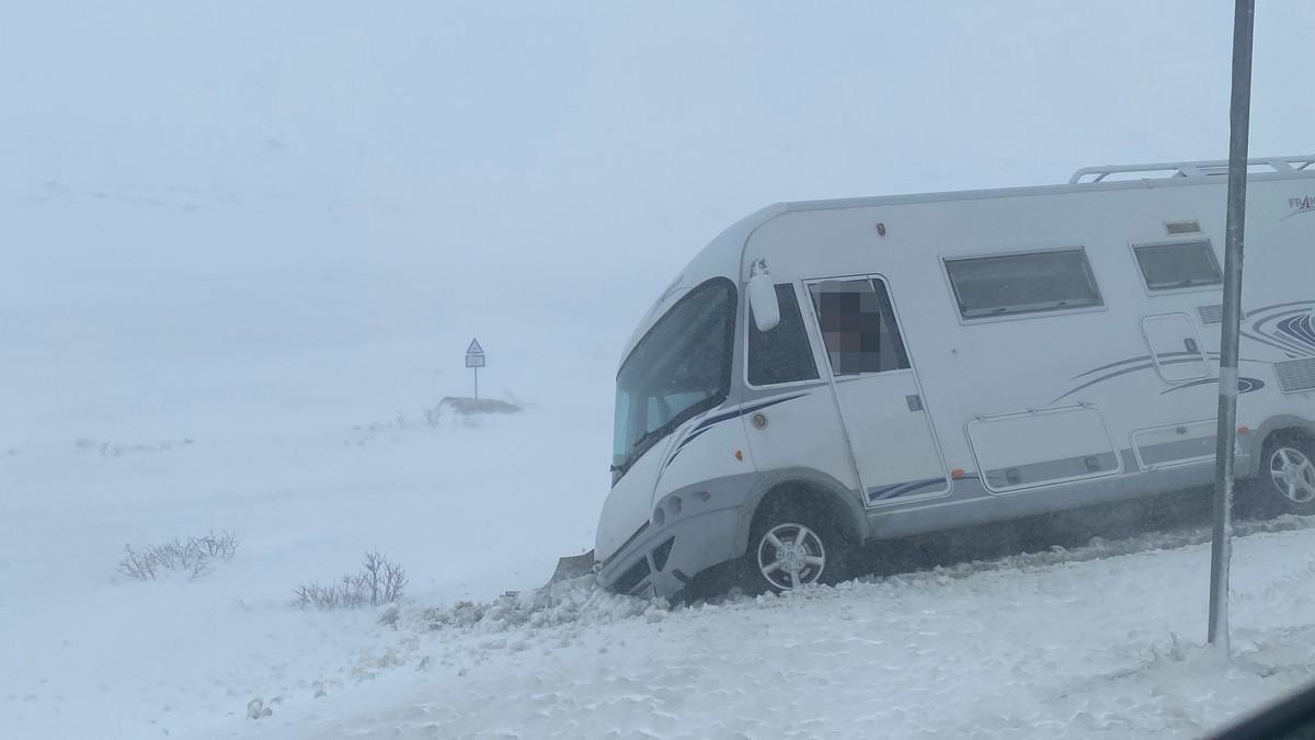 Bobil blåste av veien på Hemsedalsfjellet.