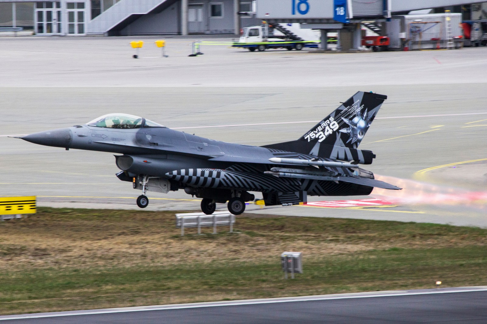Belgisk F-16 take off.