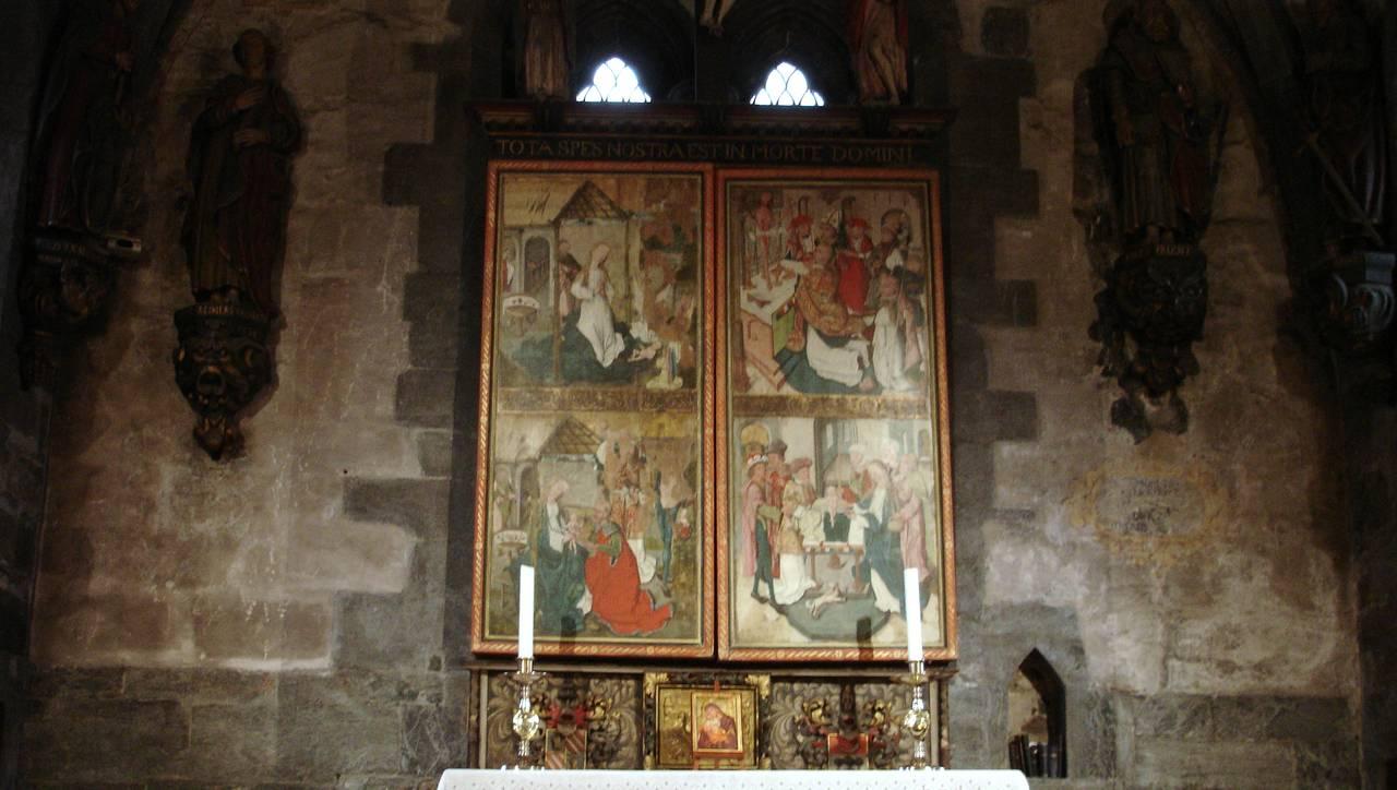 Altertavlen i Mariakirken i Bergen, lukket.