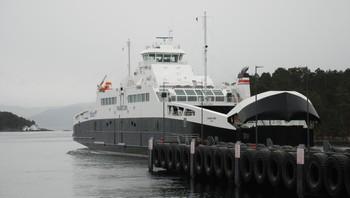 Gassferja MF Raunefjord ved Halhjem ferjekai