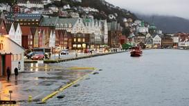 Stormflo ved Bryggen i Bergen - Foto: Roy Hilmar Svendsen/NRK