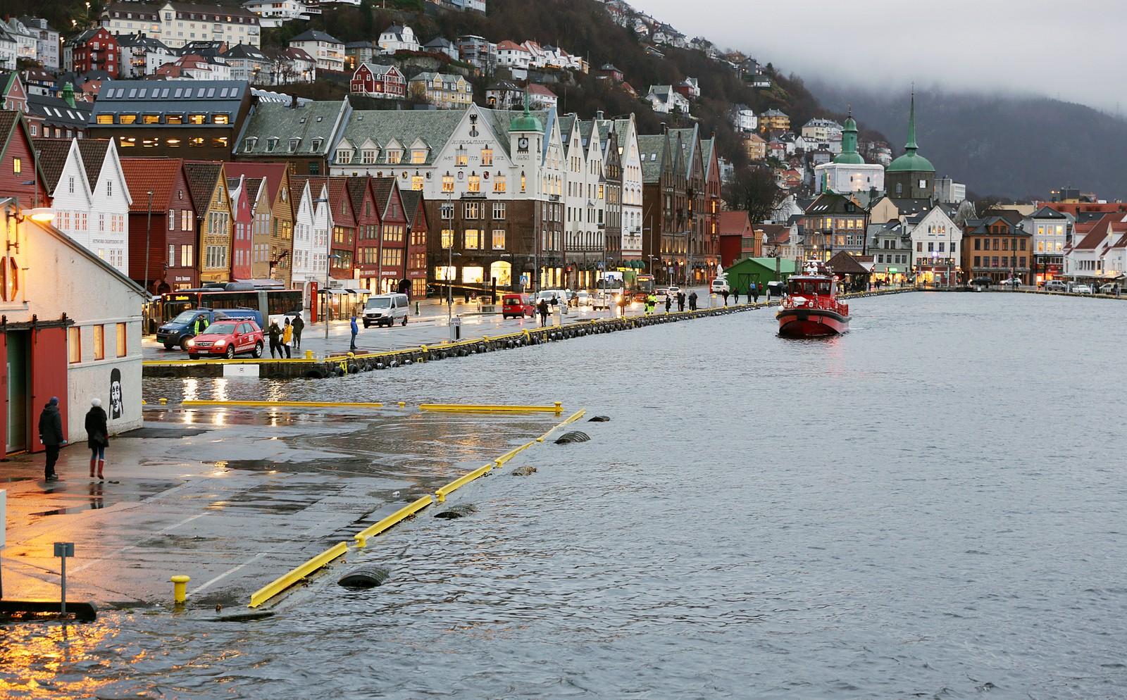 Faretruande nært, men aldri heilt over ved Bryggen i Bergen.
