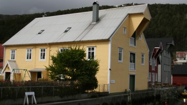 Fiskebua i Kalvåg som vart kalla Hotellet. Foto: Kjell Arvid Stølen, NRK.