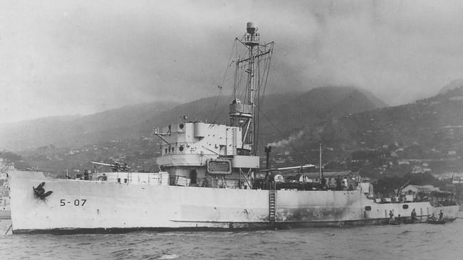 """Slik såg MS """"Sognefjord"""" ut før skipet vart bygt om. Det var opphaveleg ein amerikansk ubåtjagar, bygd i Chicago i 1943 og døypt """"Kilham"""". Ukjend fotograf. © Fjord1 Fylkesbaatane."""