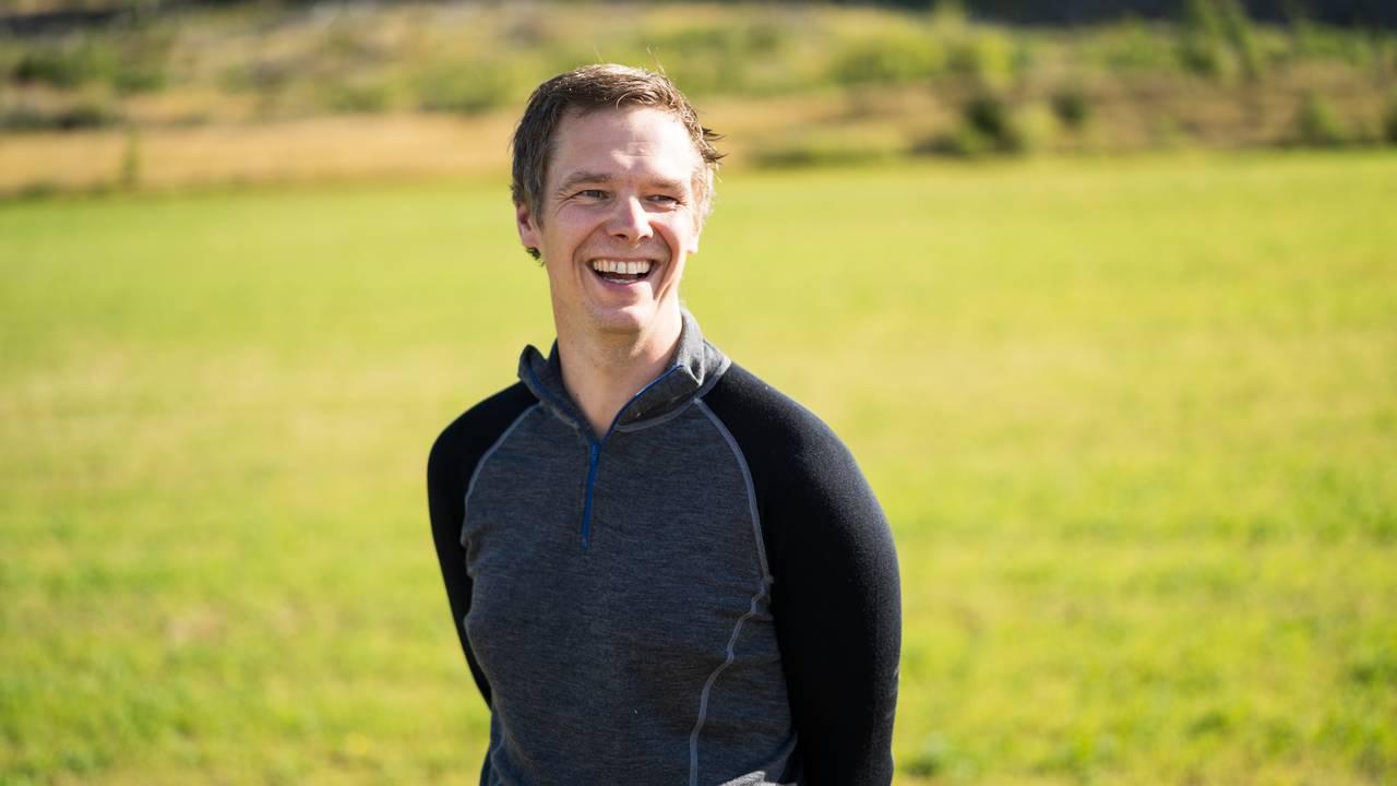 Thorbjørn Jøranli ler av episoden.