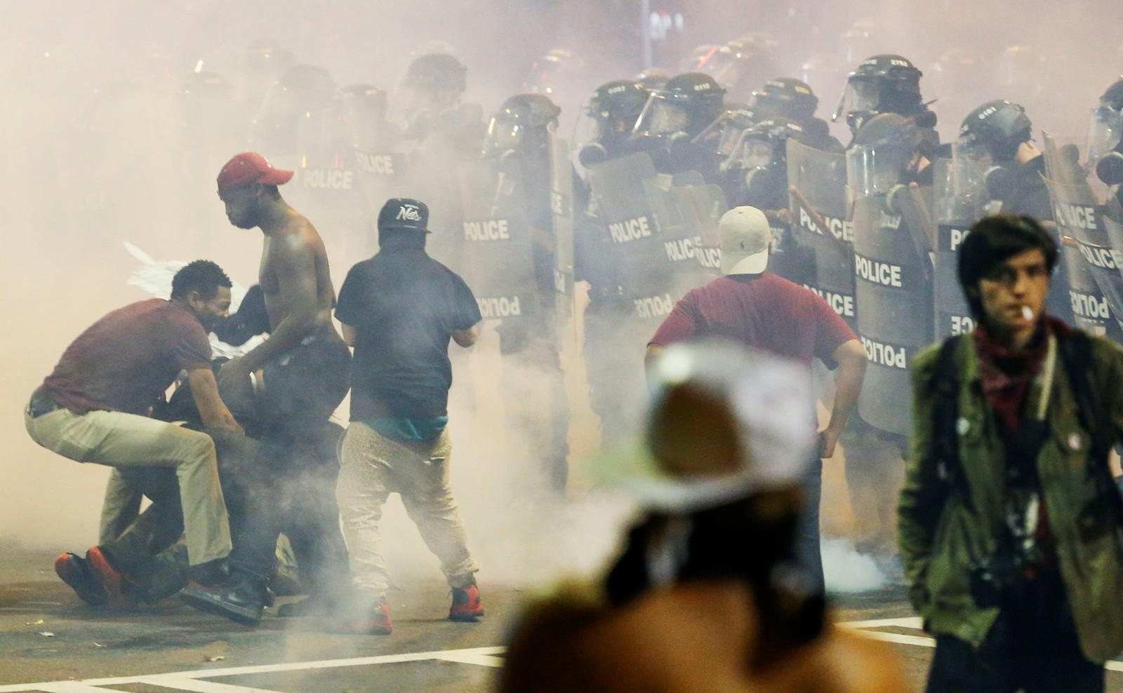 Demonstrasjoner i Charlotte for andre kveld på rad etter at politiet skjøt og drepte Keith Lamont Scott.