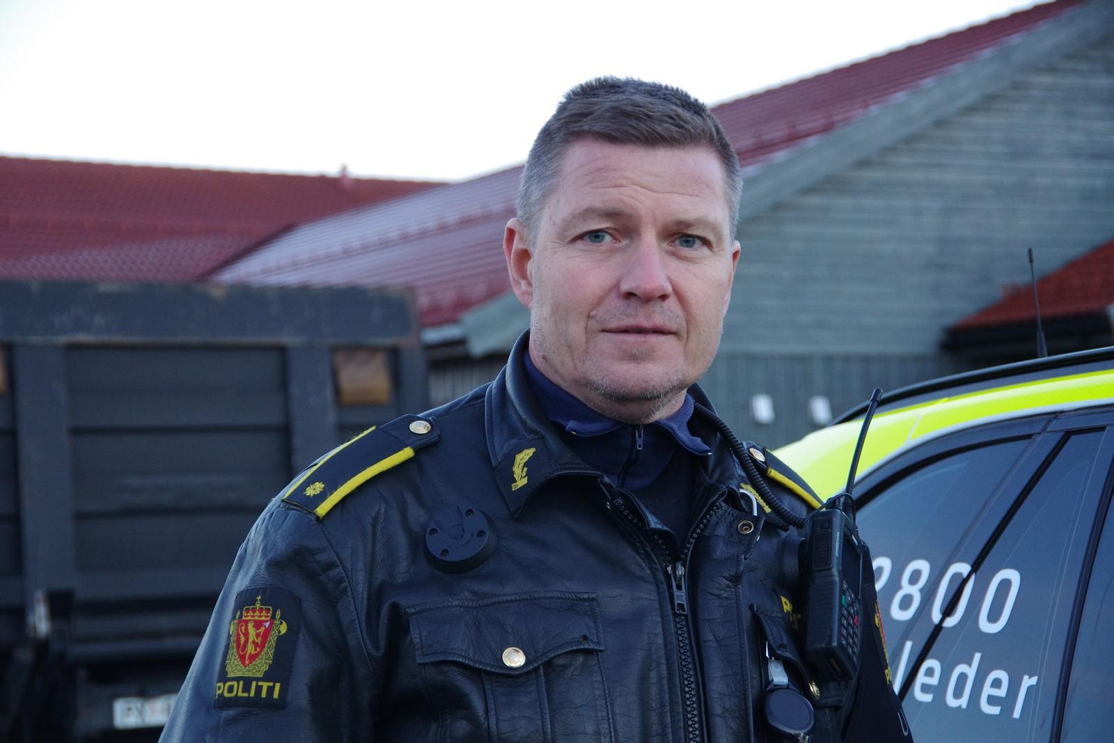 Innsatsleder Stig Vang i politiet leder letearbeidet lokalt.