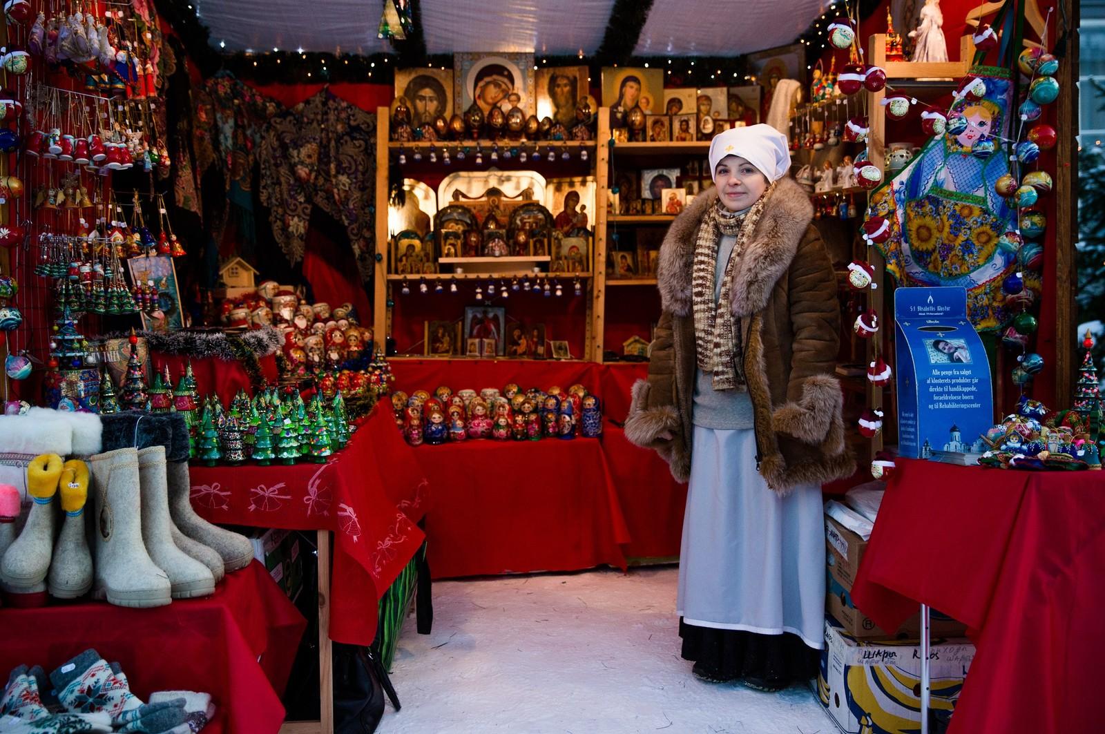 Variasjonen i salgsutstillinger er stor. St. Elisabeths kloster selger varer til inntekt for handikappede barn.