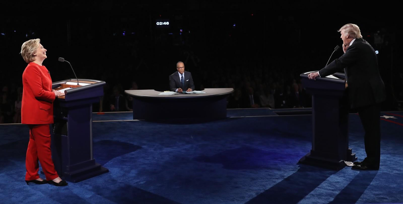 Debatten er den første av i alt tre mellom Trump og Hillary. Hver av dem har forskjellig moderator. Denne gangen var det Lester Holt fra tv-kanalen NBC.