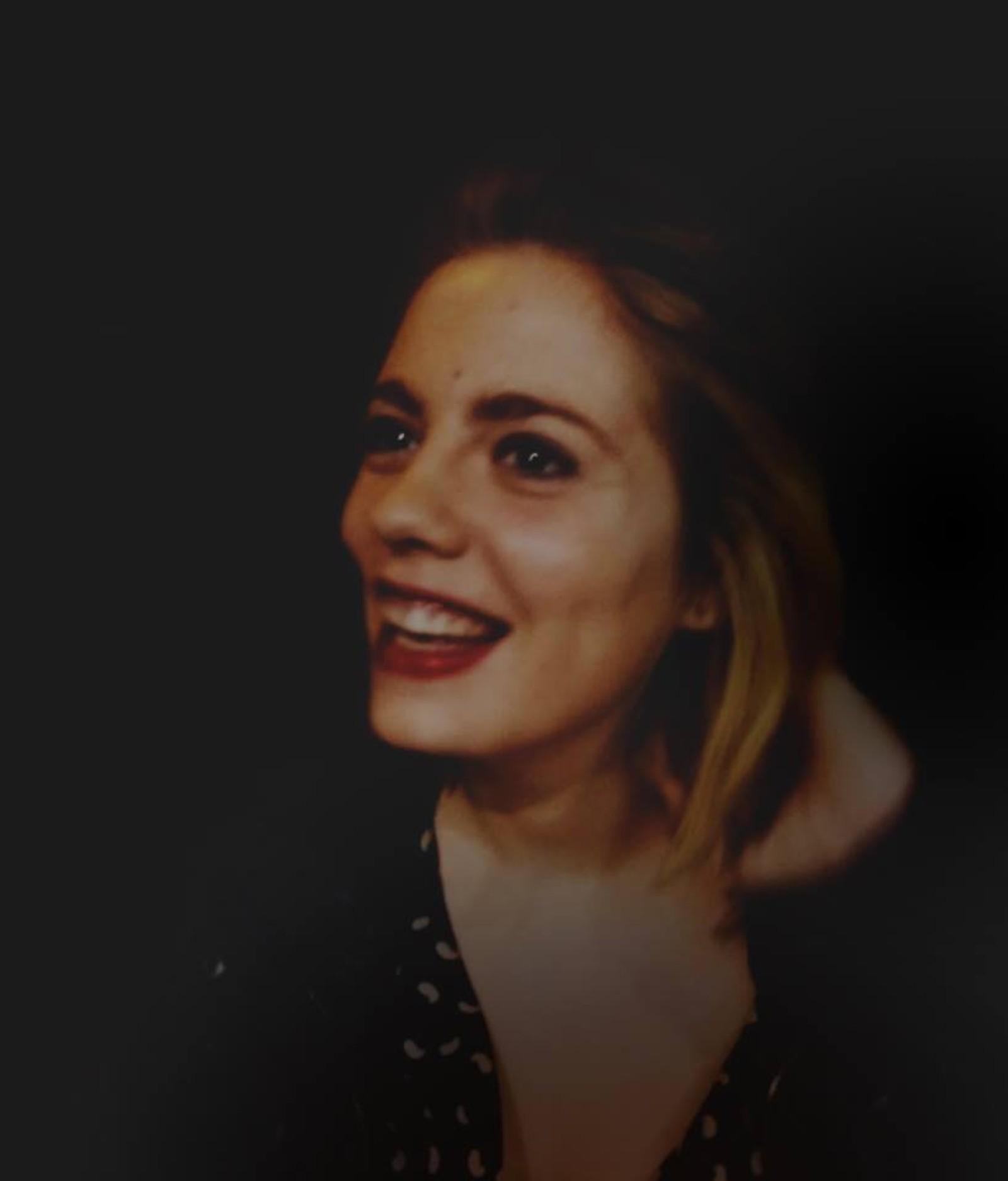 DREPT: Grafikeren Anna Pétard-Lieffrig (24) var president for organisasjonen Reportere Uten Grenser. Hun døde mellom restaurantene Le Carillon og Le Petit Cambodge.