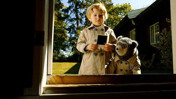 Hvem er det som har gått inn med sølete sko i lekehuset til Johan? Kan Brillebjørns Detektivbyrå løse saken? Norsk dramaserie. (2:10)