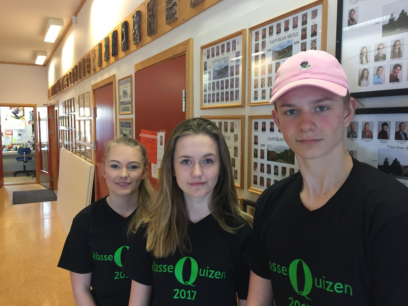 VANVIKAN SKOLE: Fra venstre Vanja Marie Søraas, Sara Clegg og Ludvig Bigset.