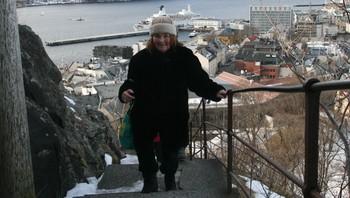 Polly Johnson på veg til Fjellstua, vinterturisme.