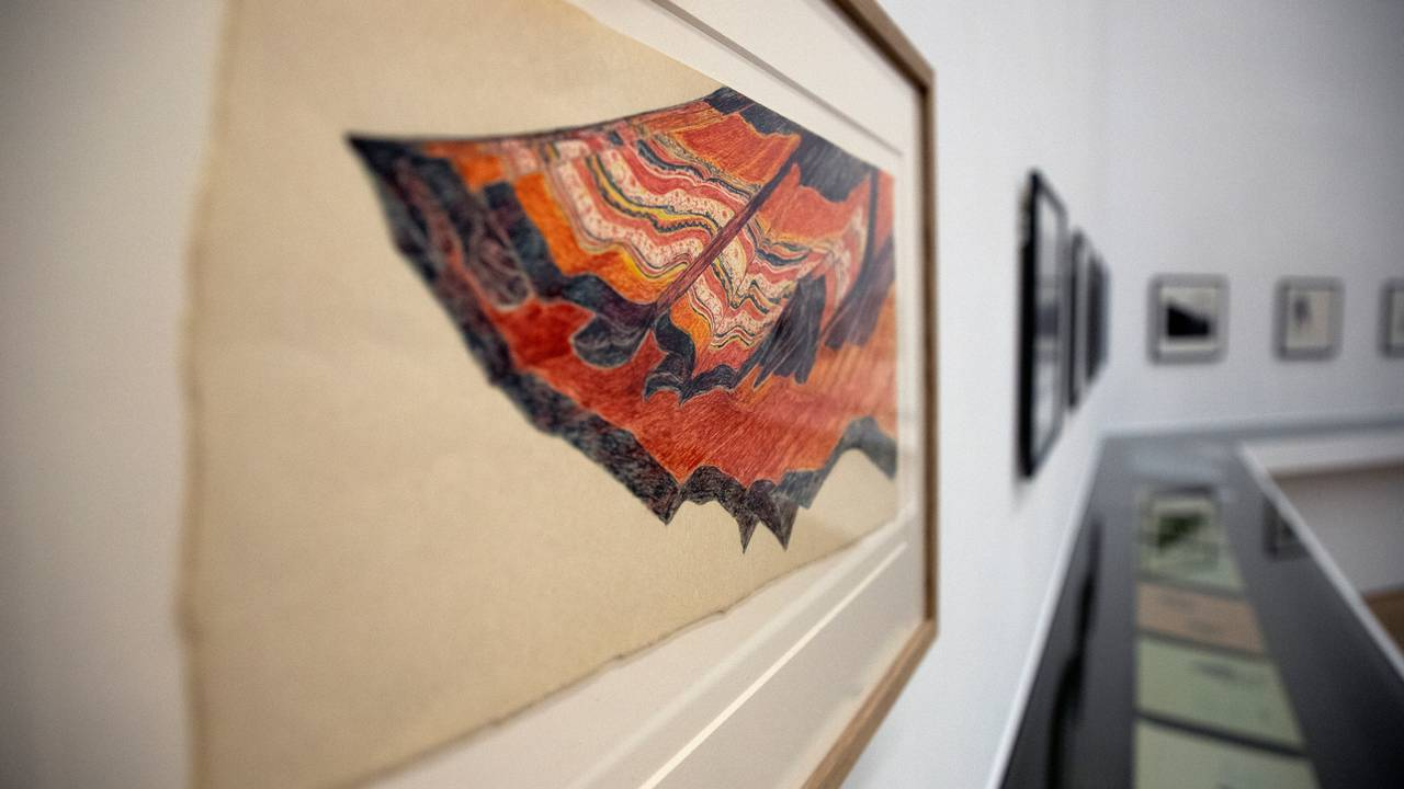 Mange Áillohaš-bilder på utstillingen ved Henie Onstad-museet