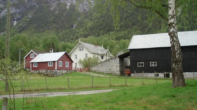 Innbyggjarane i Naddvik var dei første i Årdal som fekk telefonsamband. Telefonsentralen var i våningshuset på garden Natvik (Viki). Foto: Kjell Arvid Stølen, NRK.