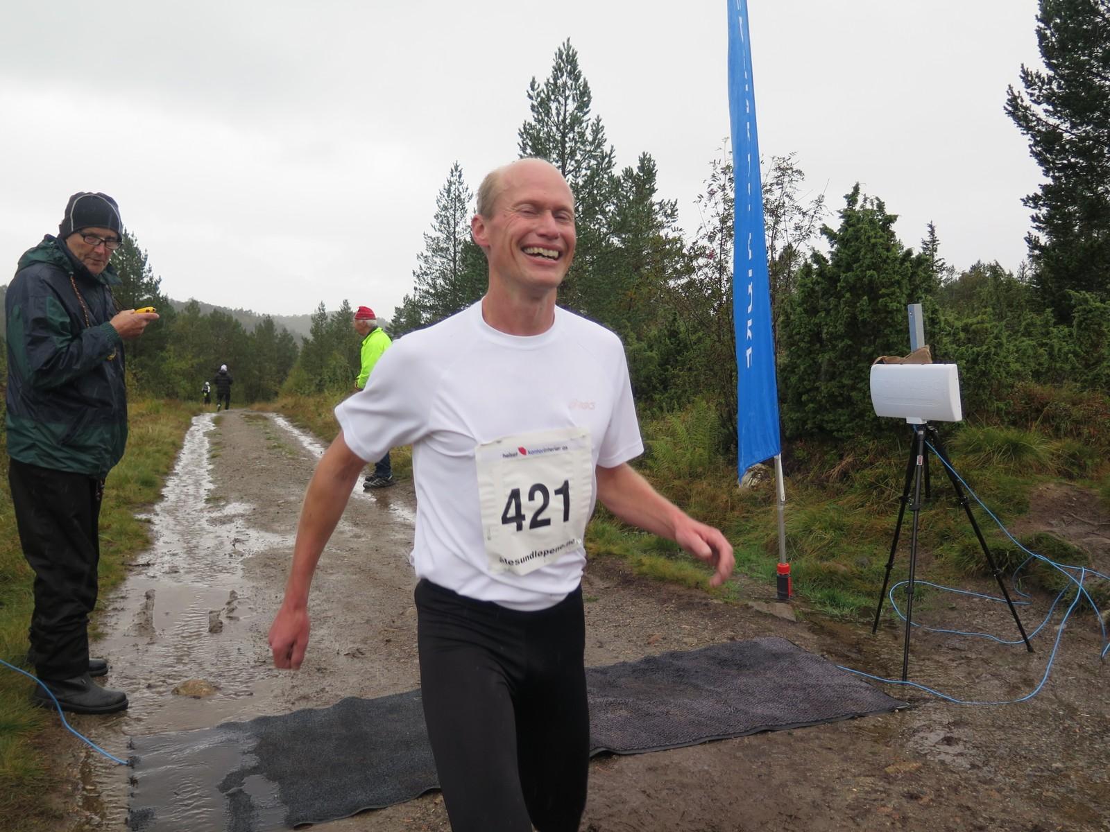 Jan Vinnes passerer målstreken