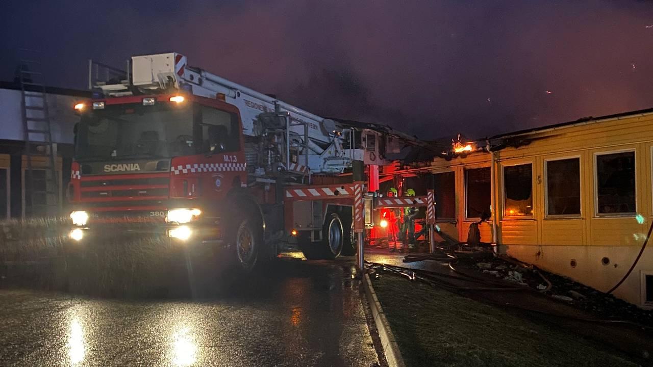 Det ble store skader på skolebygningen i Våler etter en omfattende brann torsdag kveld.