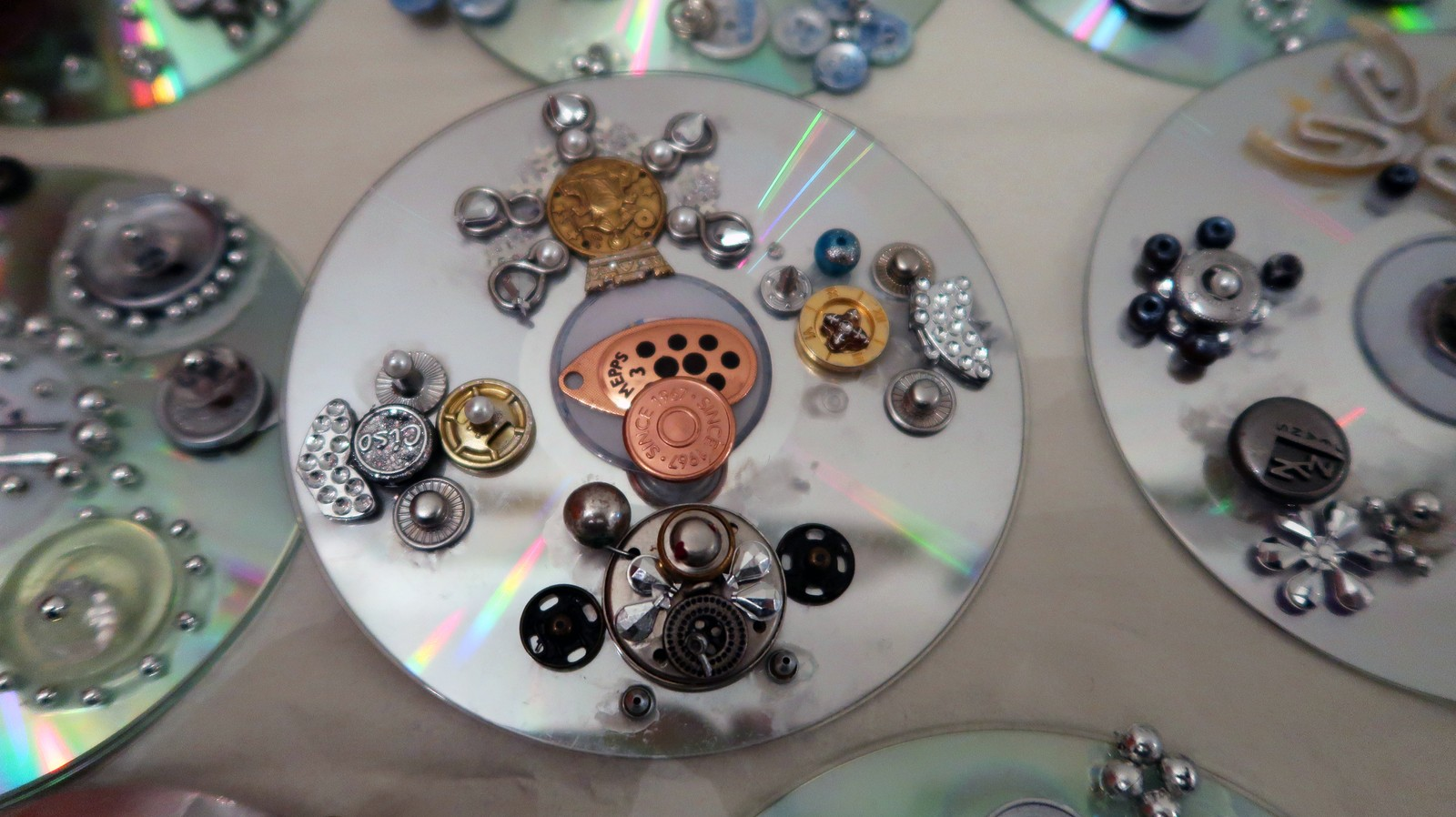 Forseggjorte CD-søljer.