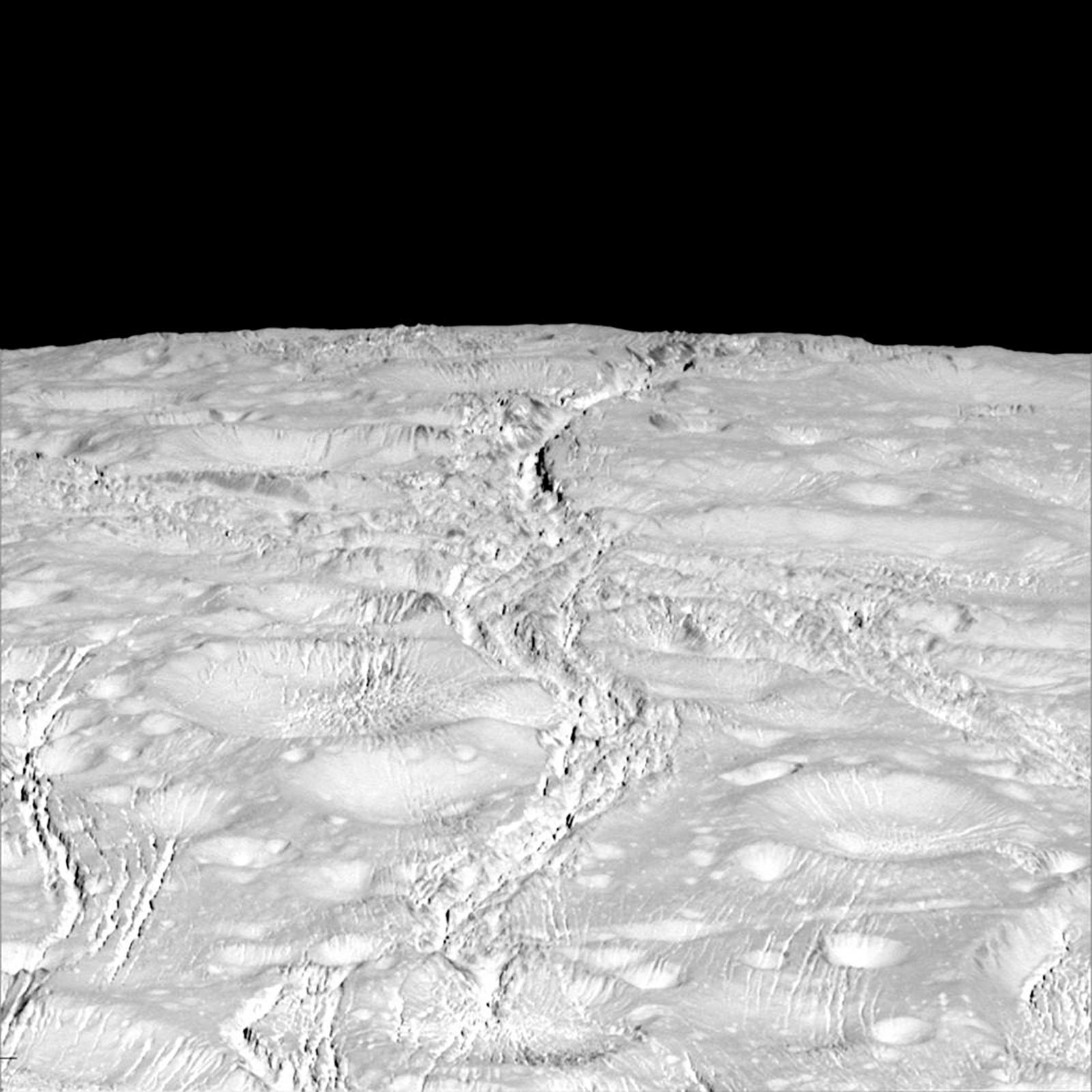 """Denne uka slapp Nasa et nytt bilde av """"Nordpolen"""" på Saturns måne Enceladus. Bildet er tatt på 4000 kilometers avstand."""