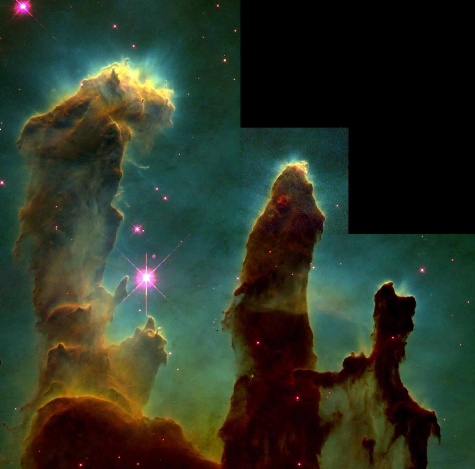 HUBBLE: Dette bildet kalles Pillars of Creation, og er et av de mest kjente verdensrombildene vi har. Det ble tatt av fire forskjellige kamera på Hubble-teleskopet i april 1995, og viser stjernedannelse i Ørnetåka. De tre pilarene består av kald interstellar hydrogengass og støv, og ble sannsynligvis ødelagt av en supernovaeksplosjon for rundt 6000 år siden. I og med at tåka ligger 7000 lysår unna, vil vi kunne oppfatte pilarene i 1000 år til.