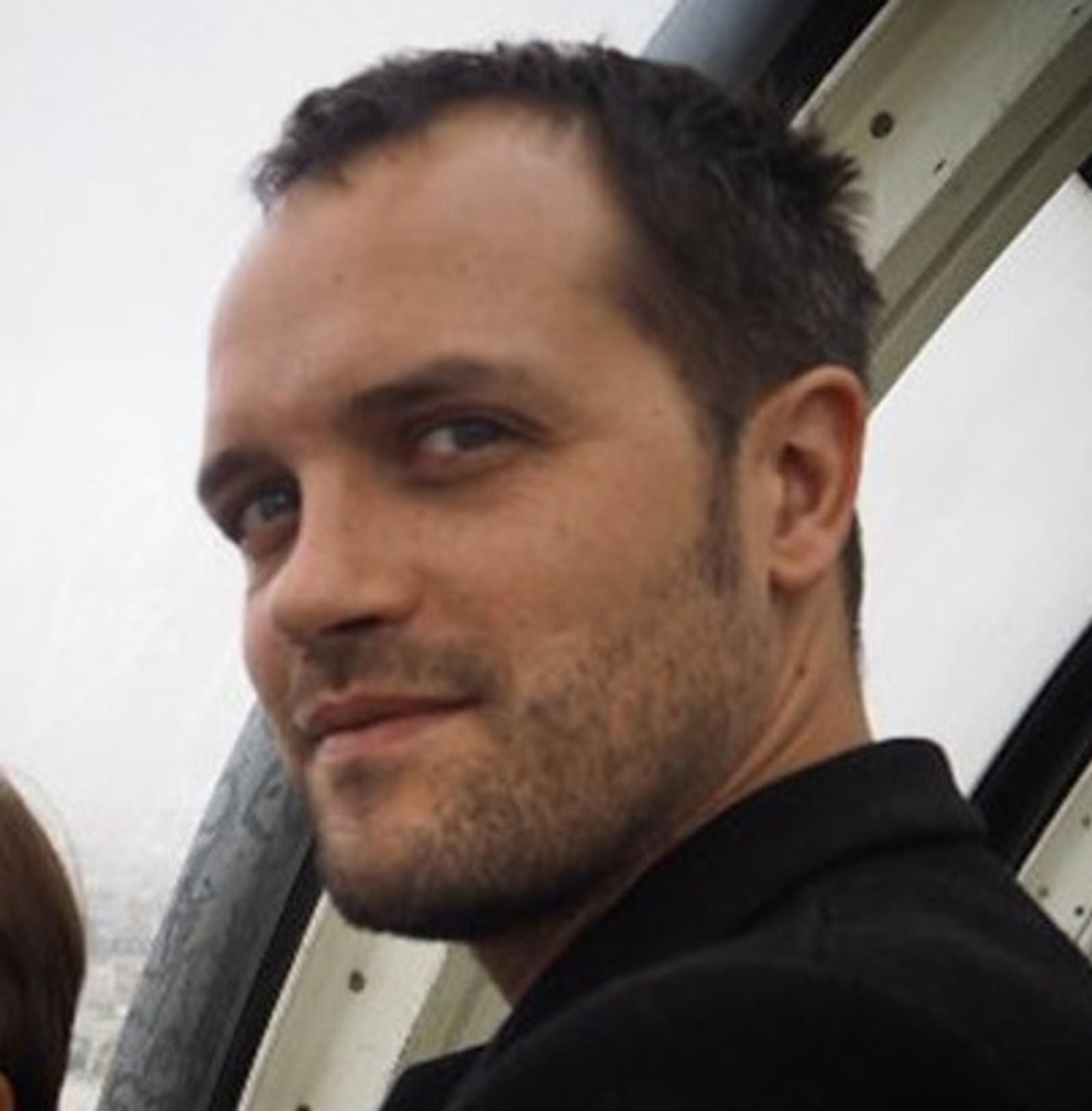 DREPT: Geografilæreren Mathieu Giroud (39) døde under angrepet på Bataclan. Mathieu skulle bli far for annen gang i mars. Han etterlater seg en 3 år gammel sønn.