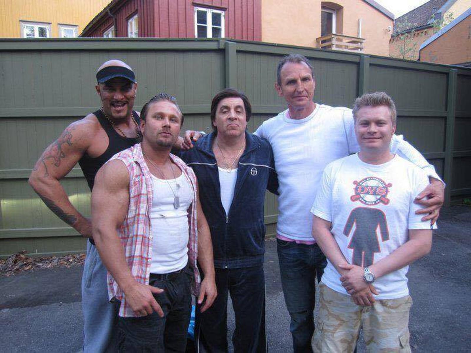 Daniel Stisen med skuespillere fra Lilyhammer, der han hadde en mindre rolle i 2012.