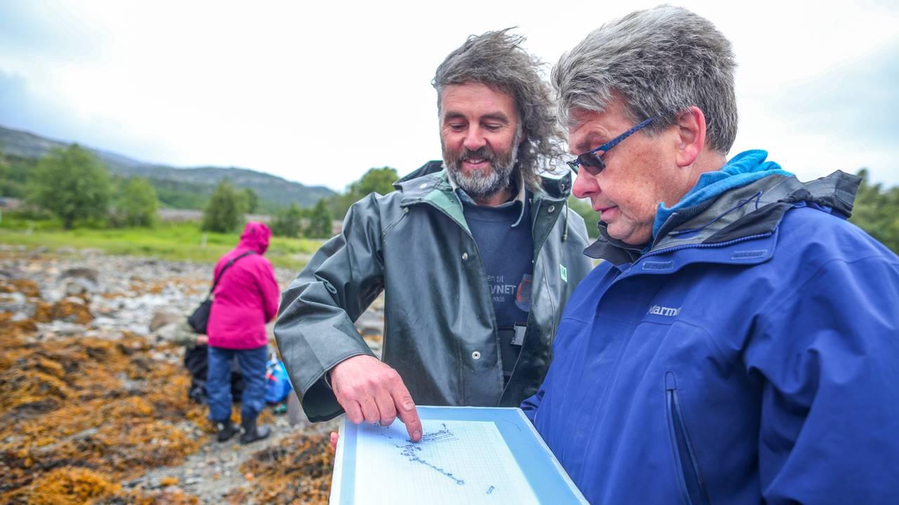 Båtbygger Kai Lunde og Tromsø Universitetsmuseum og marinarkeolog Stephen Wickler