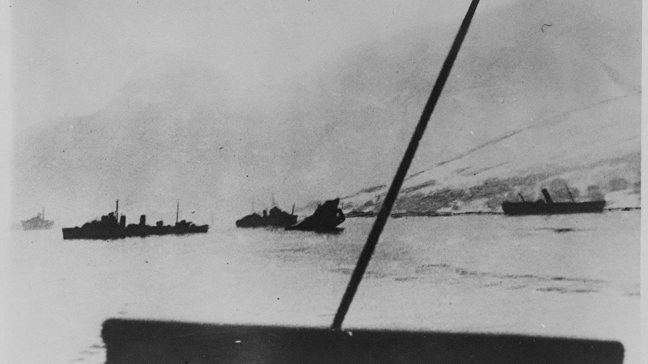 På Narvik havn etter det engelske angrep 10. og 13. april 1940.