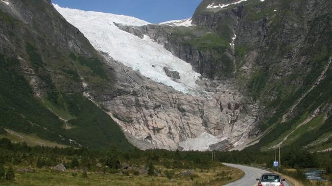Bøyabreen i Fjærland er den armen av Jostedalsbreen som er lettast tilgjengeleg. Foto: Kjell Arvid Stølen, NRK.