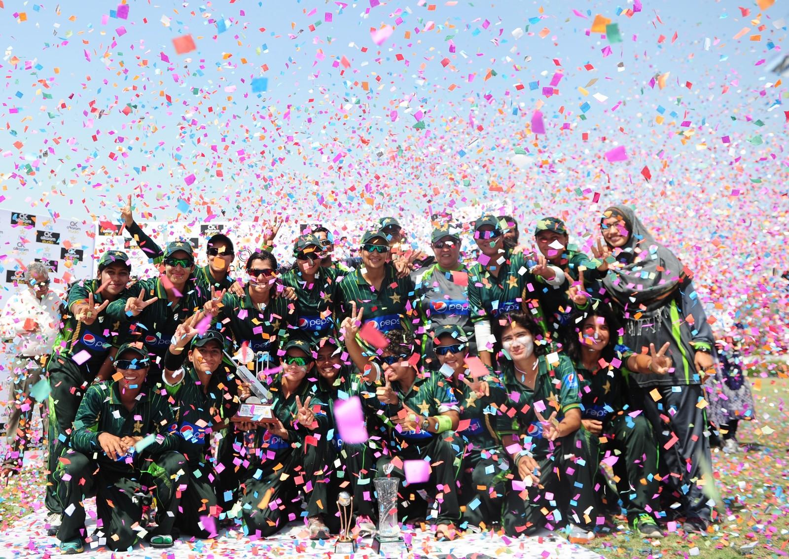 Pakistans kvinnelige cricket-lag kunne juble over å ha slått Bangladesh denne uka.