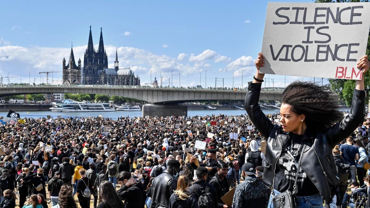 Tusen i protestar i tyske byer