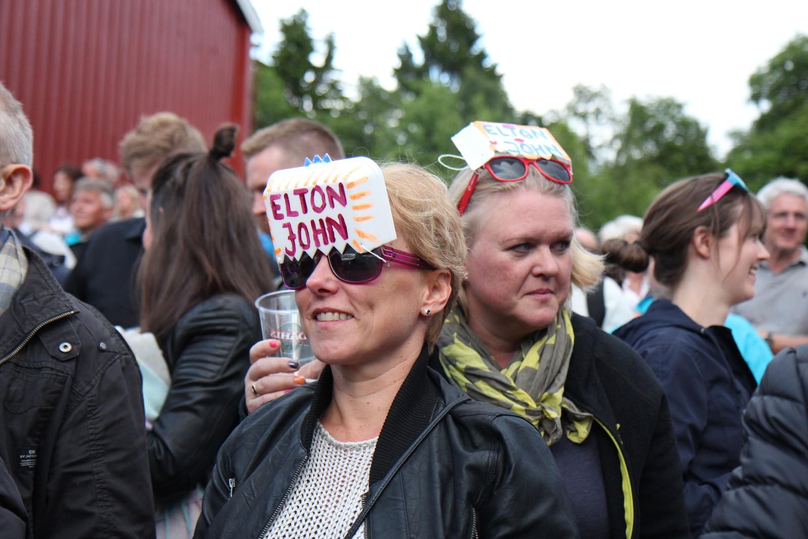Elton John-fans på konsert på Sverresborg.