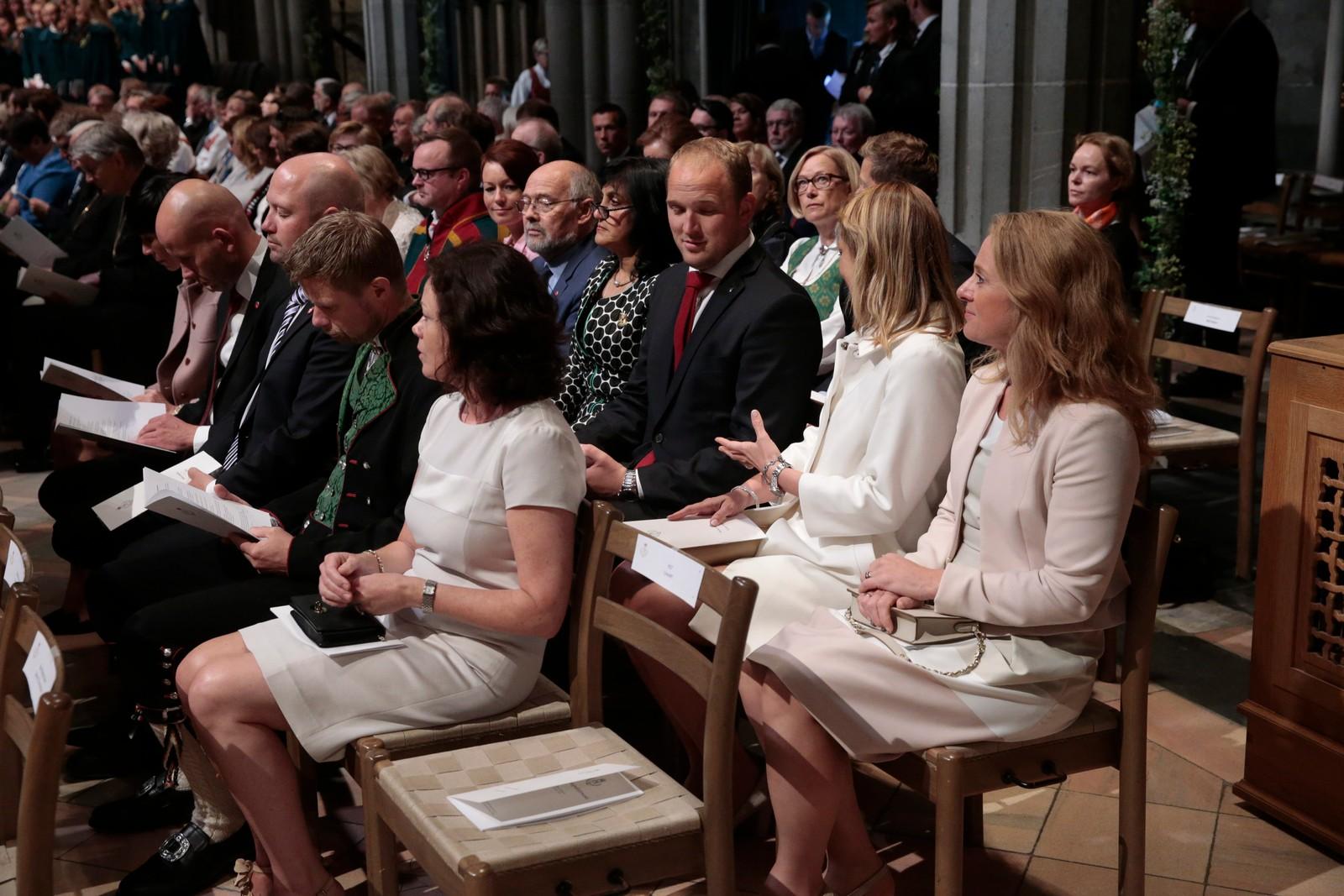 Regjeringsmedlemmer på plass i Nidarosdomen