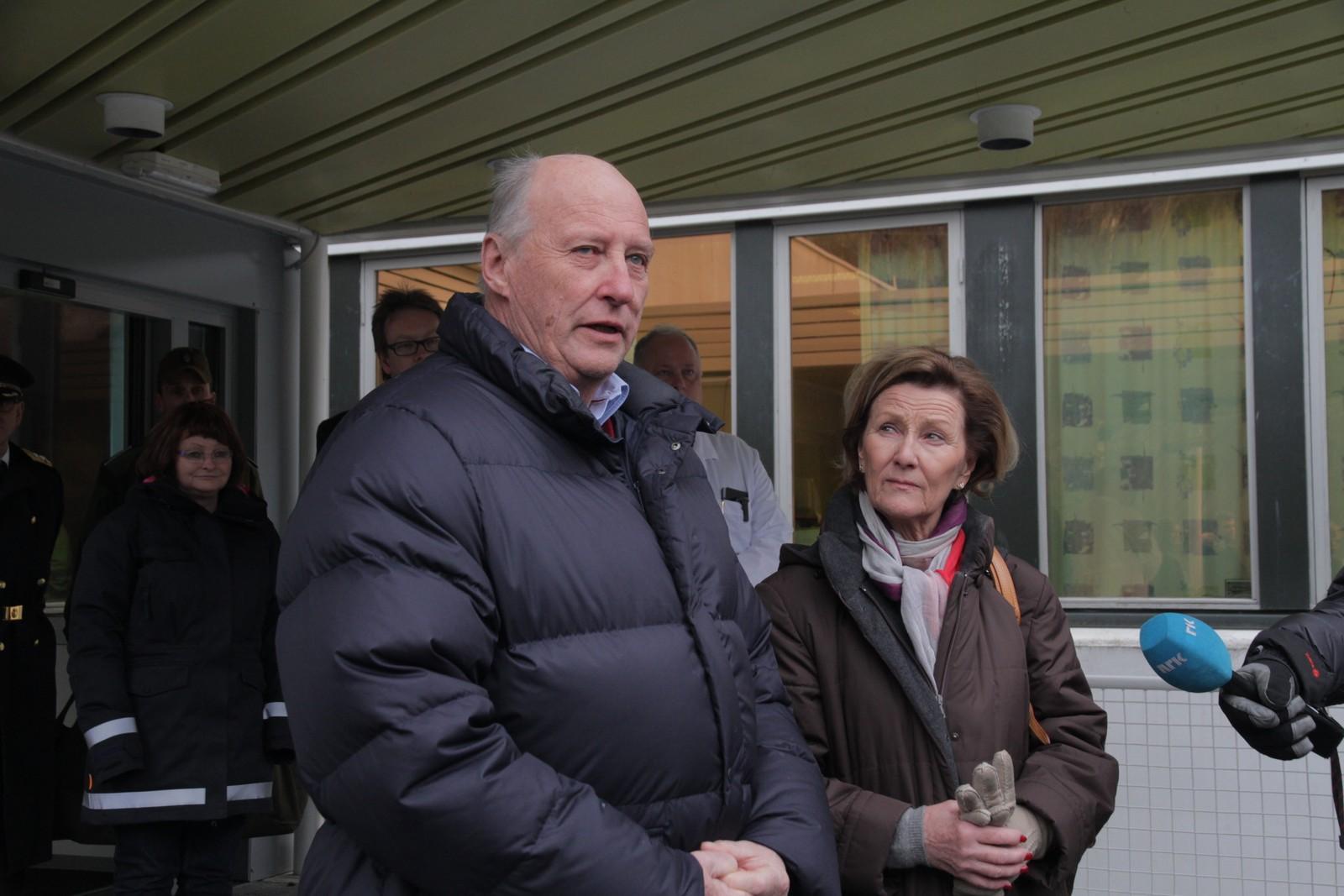 LÆRDAL: 23. januar 2014 kom kong Harald og dronning Sonja til Lærdal sjukehus etter brannen. Dei var lenge inne på sjukehuset og snakka med pasientar og tilsette.