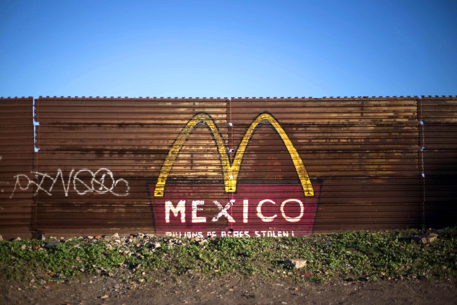 Et gjerde som står på grensen mellom Mexico og USA. Bildet er tatt fra den mexicanske siden, i Tijuana.
