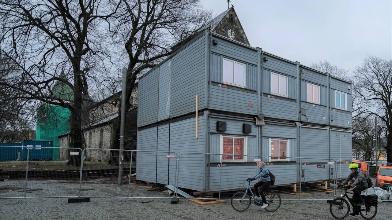 Arbeidsbrakker foran Stavanger Domkirke