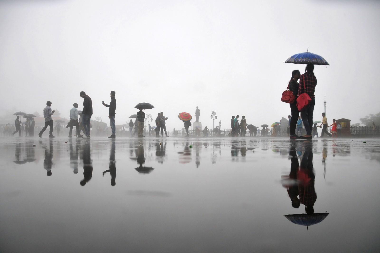 Vått og vakkert i Shimla i India den 30. august. Byen er hovedstad i delstaten Hamachal Pradesh.