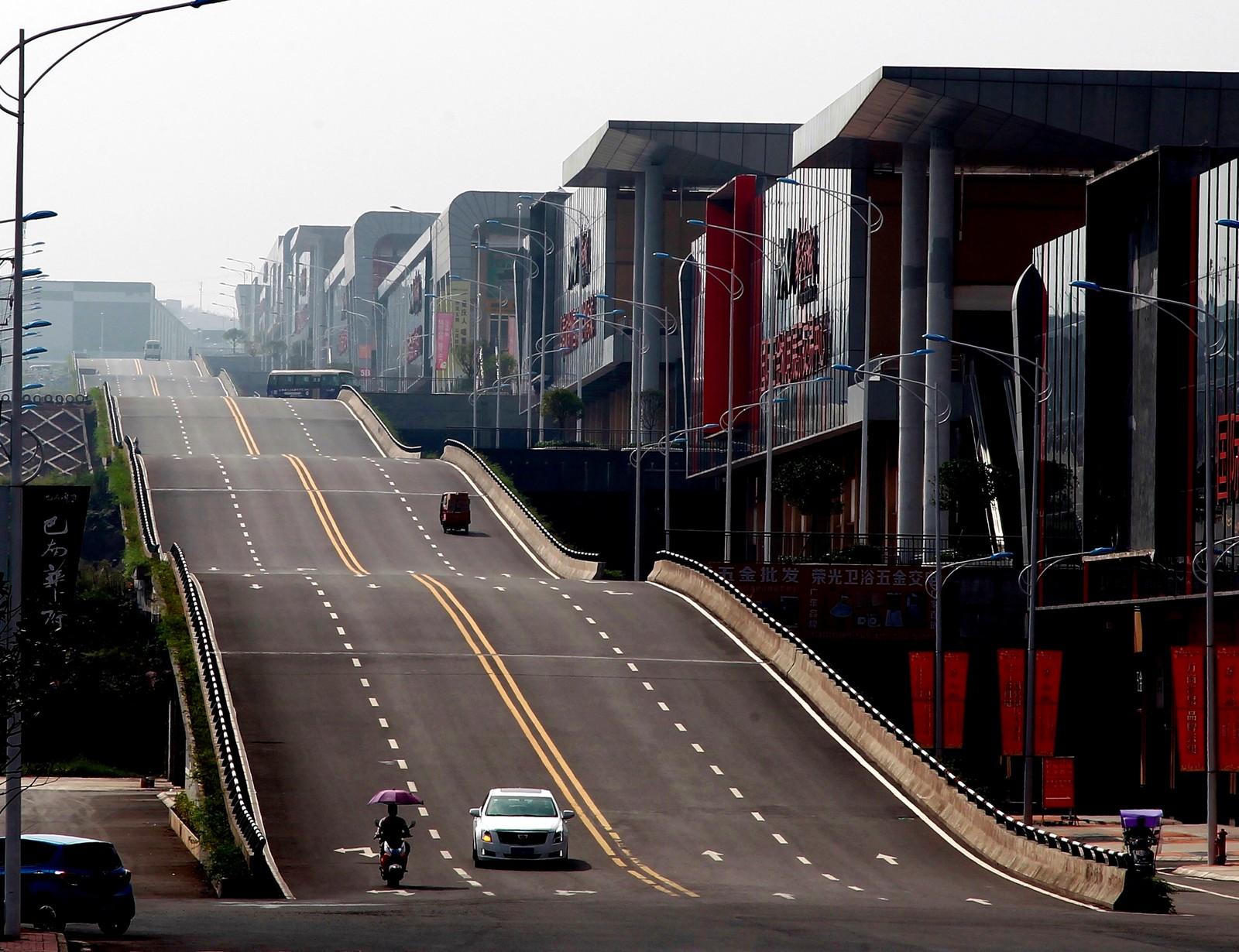 Denne veien i Chongqing i Kina kan nok få det til å kile litt i magen.