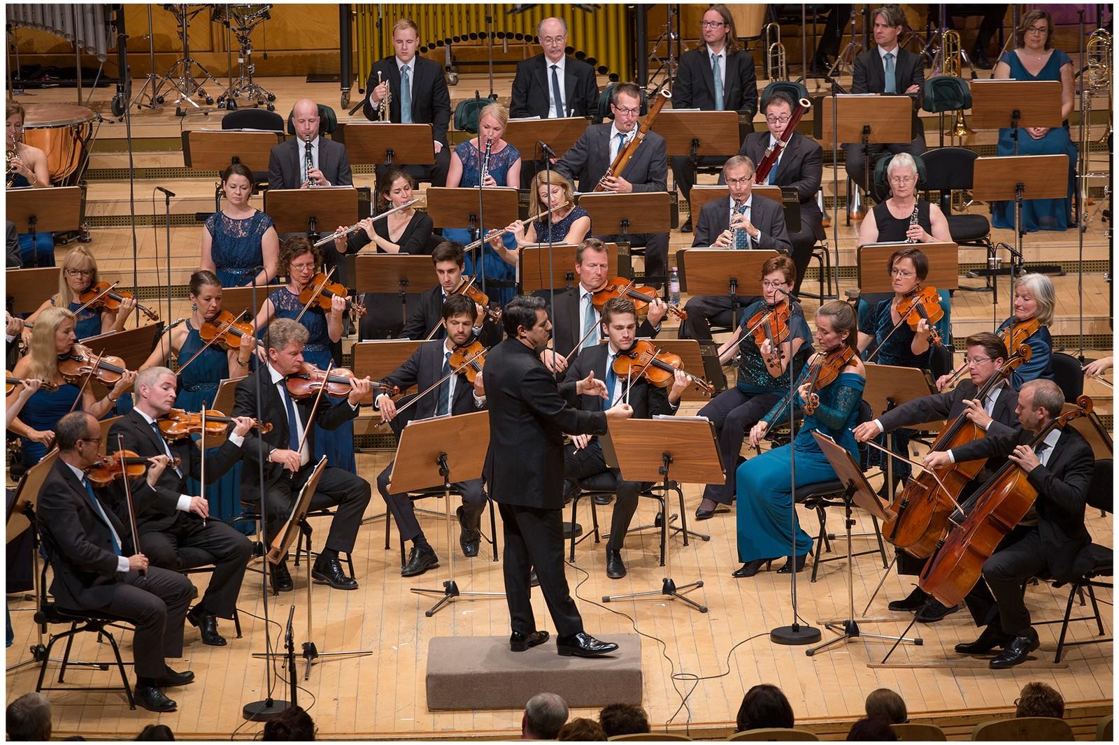 Kringkastingsorkestret på RadiRo i Bucuresti 2016. Dirigent: Miguel Harth-Bedoya