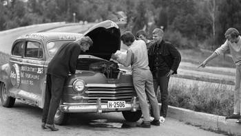 En russebil som har behov for drikke. (1969)