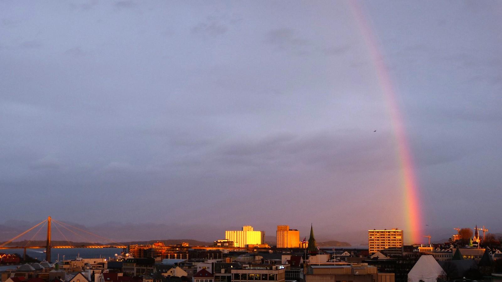 Regnbue ovar Østre bydel i Stavanger.