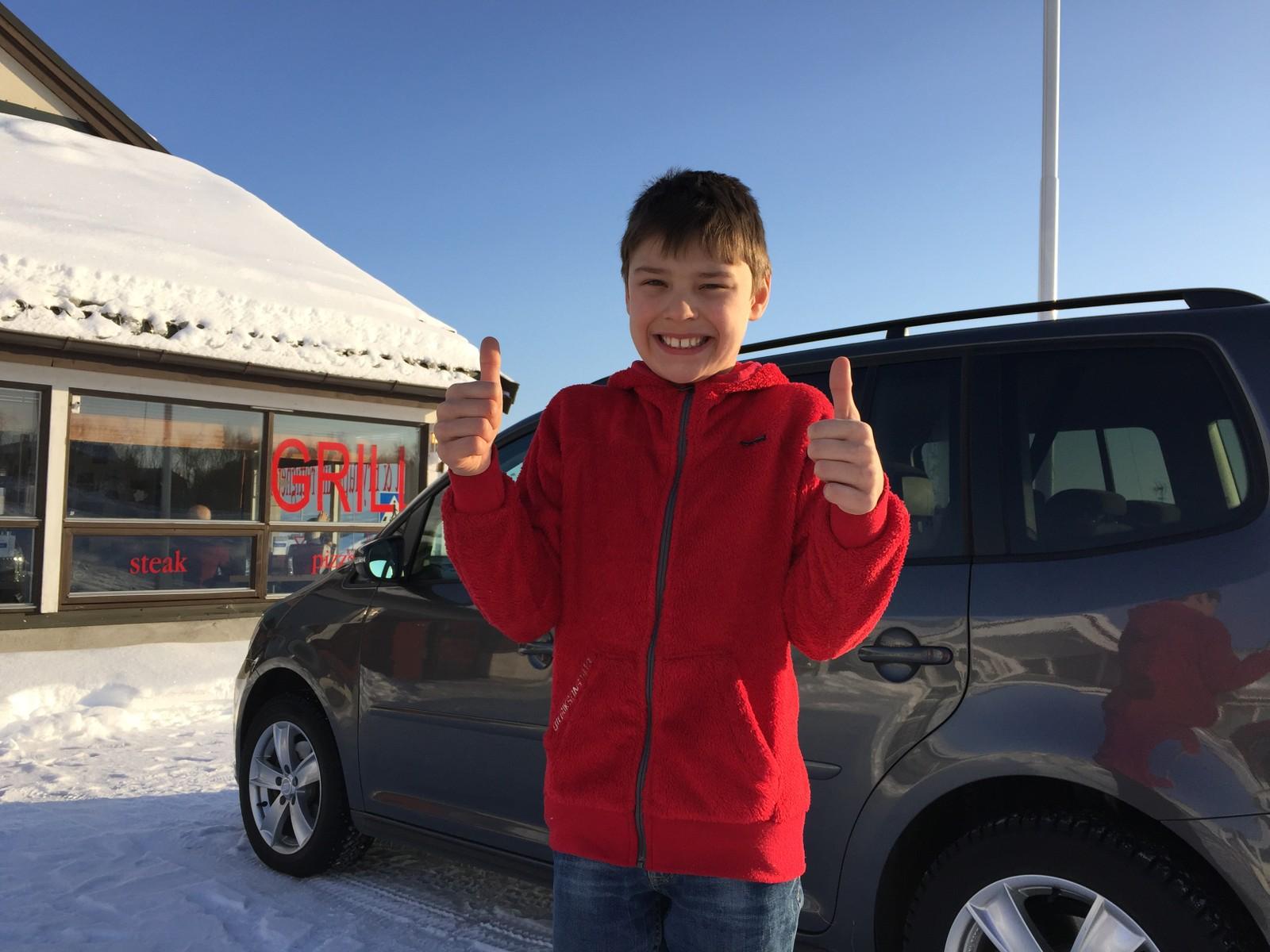 David Moen, 8 år, er stolt over Agnete, men litt usikker på om hun har gode muligheter til å vinne.