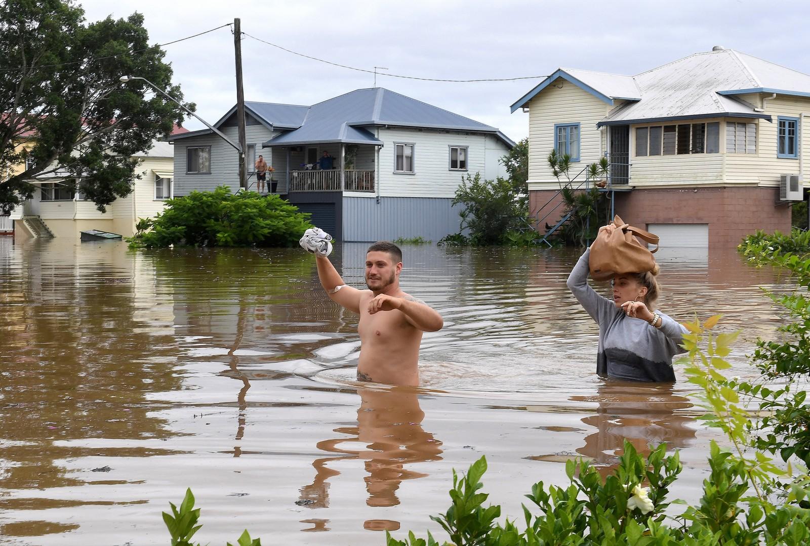 Innbyggere i Lismore har fått hjemmene sine oversvømt. Mange er fortsatt uten strøm og vann i området.