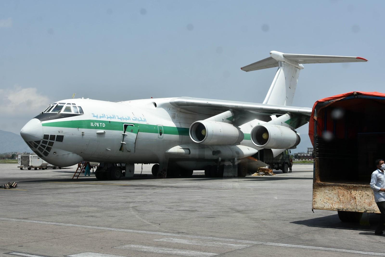 Et algerisk transportfly på flyplassen i Katmandu