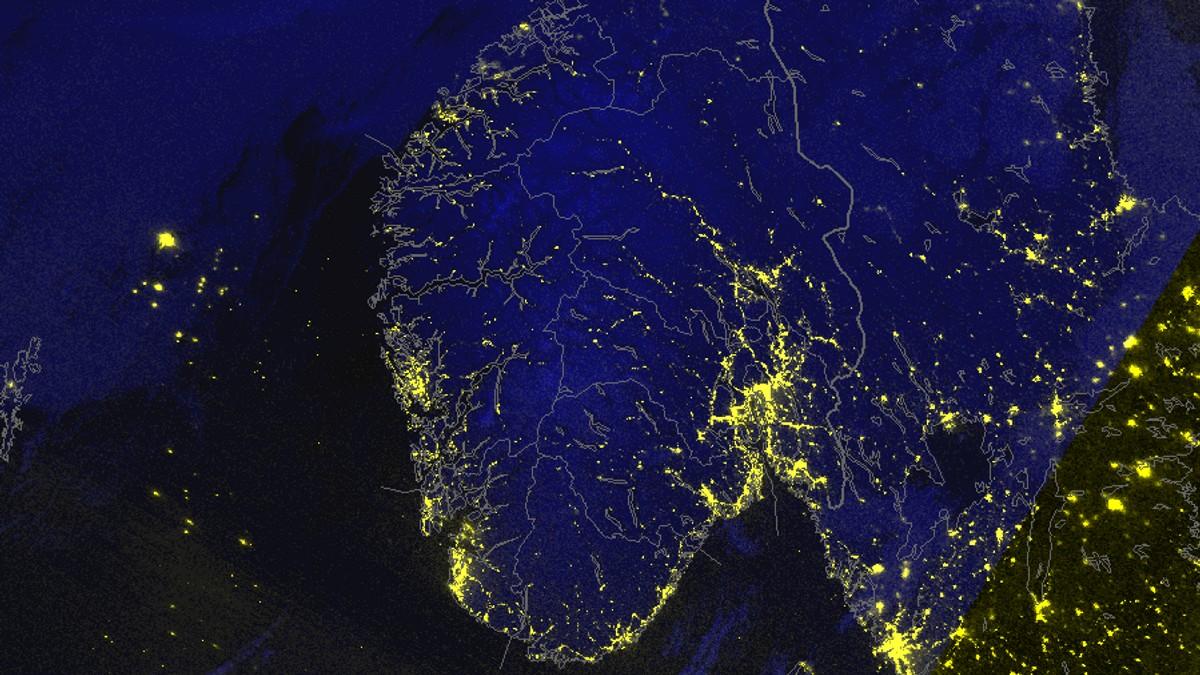 Uvanleg satelittbilete frå meteorologane. Nattbilete viser Sør-Noreg som ein sjeldant ser.