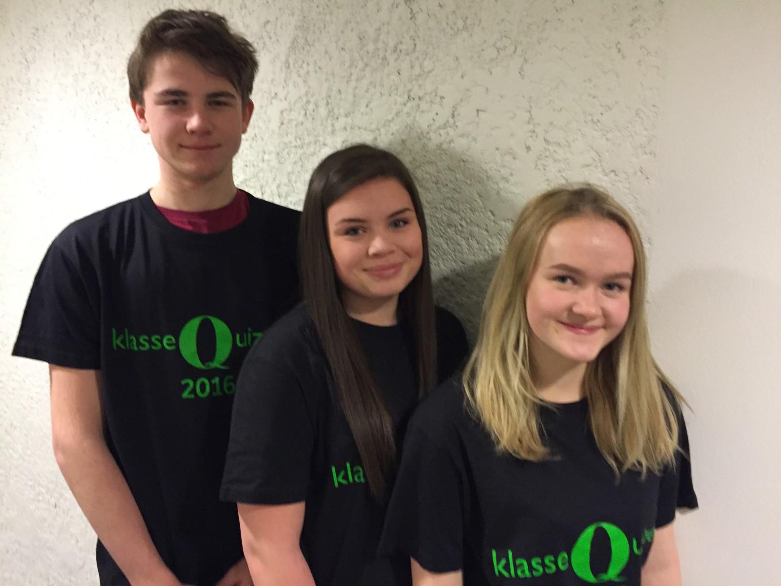 Hov skole fra Ålen fikk 8 poeng i Klassequizen.  Fra v. Oscar Håkensen, Elin Gjære og Ane Thorsvoll.