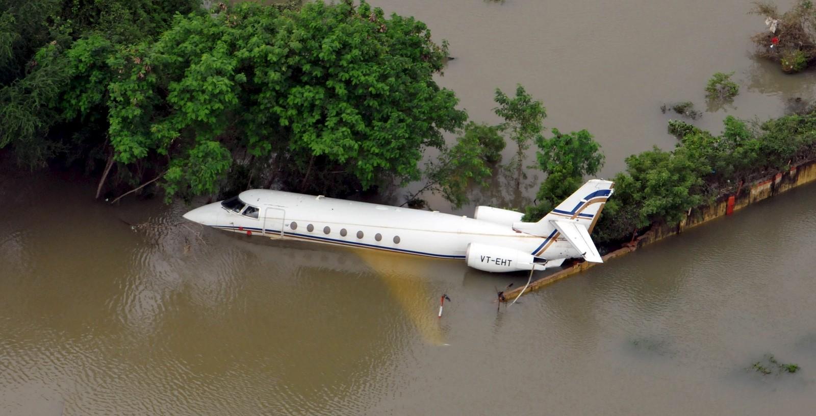 Et fly halvt dekket av vann i Chennai. Dette er det kraftigste regnfallet på hundre år i delstaten Tamil Nadu i India.