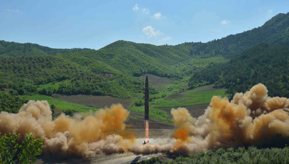 USA avviser i likhet med Russland at raketten som Nord-Korea prøveskjøt tirsdag kunne ha nådd Alaska