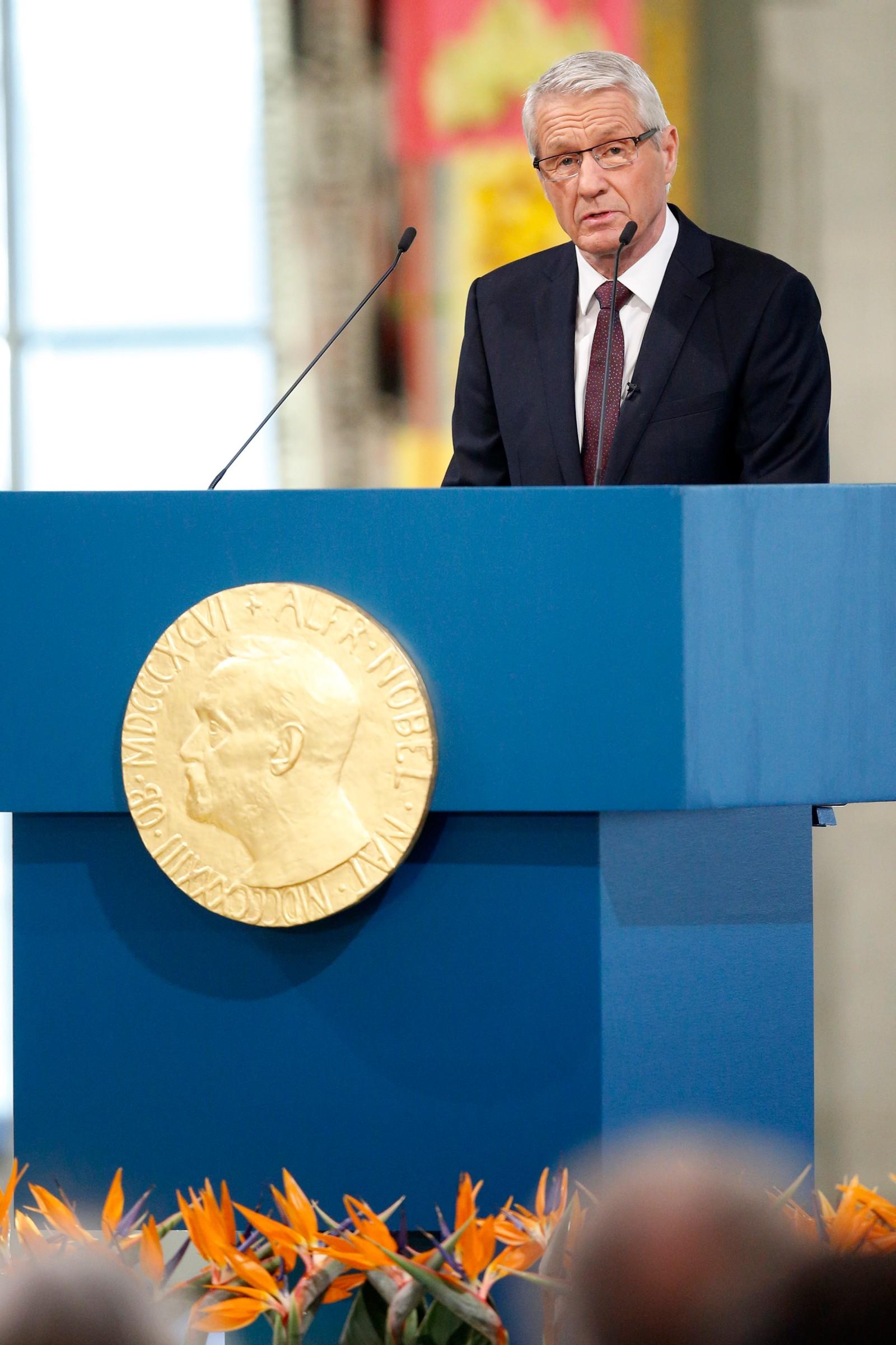 STOLT: Nobel-komiteens leder Thorbjørn Jagland taler til Malala Yousafzai og Kailash Satyarthi som mottar Nobels Fredspris 2014 i Oslo Rådhus.