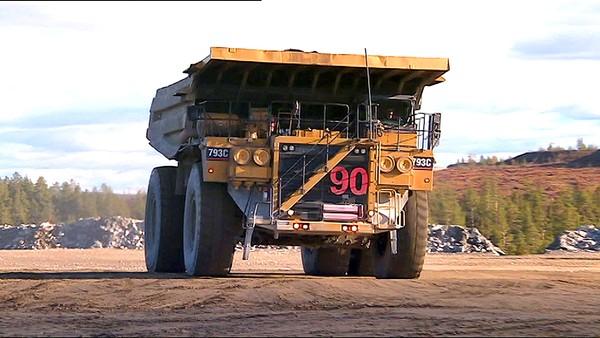 Svensk serie for barn om store maskiner som traktor, heisekran, hjullaster, truck, veihøvel og gravemaskin.